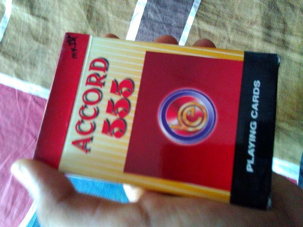 tour de magie carte noir et rouge