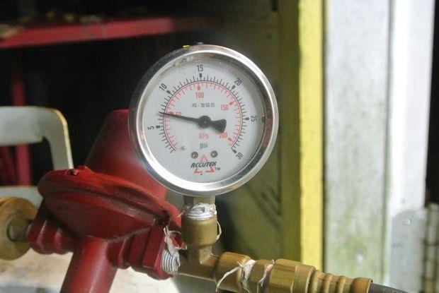 Raccordement du régulateur de réservoir de propane