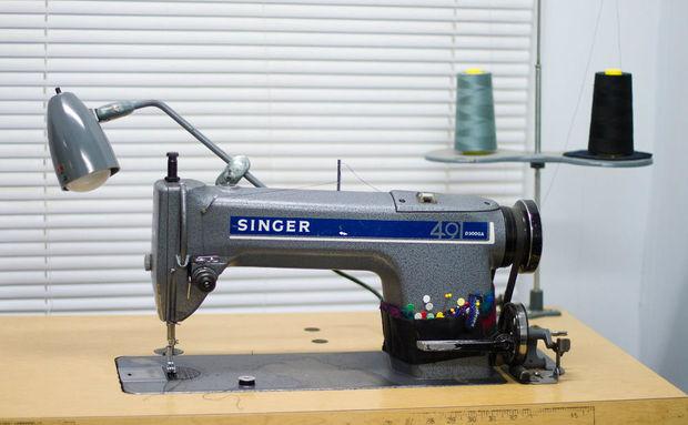 comment enfiler la chanteuse 491d machine à coudre industrielle