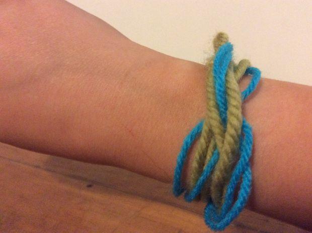 San Francisco c2f5d 304cf Simple Bracelet de laine - tubefr.com